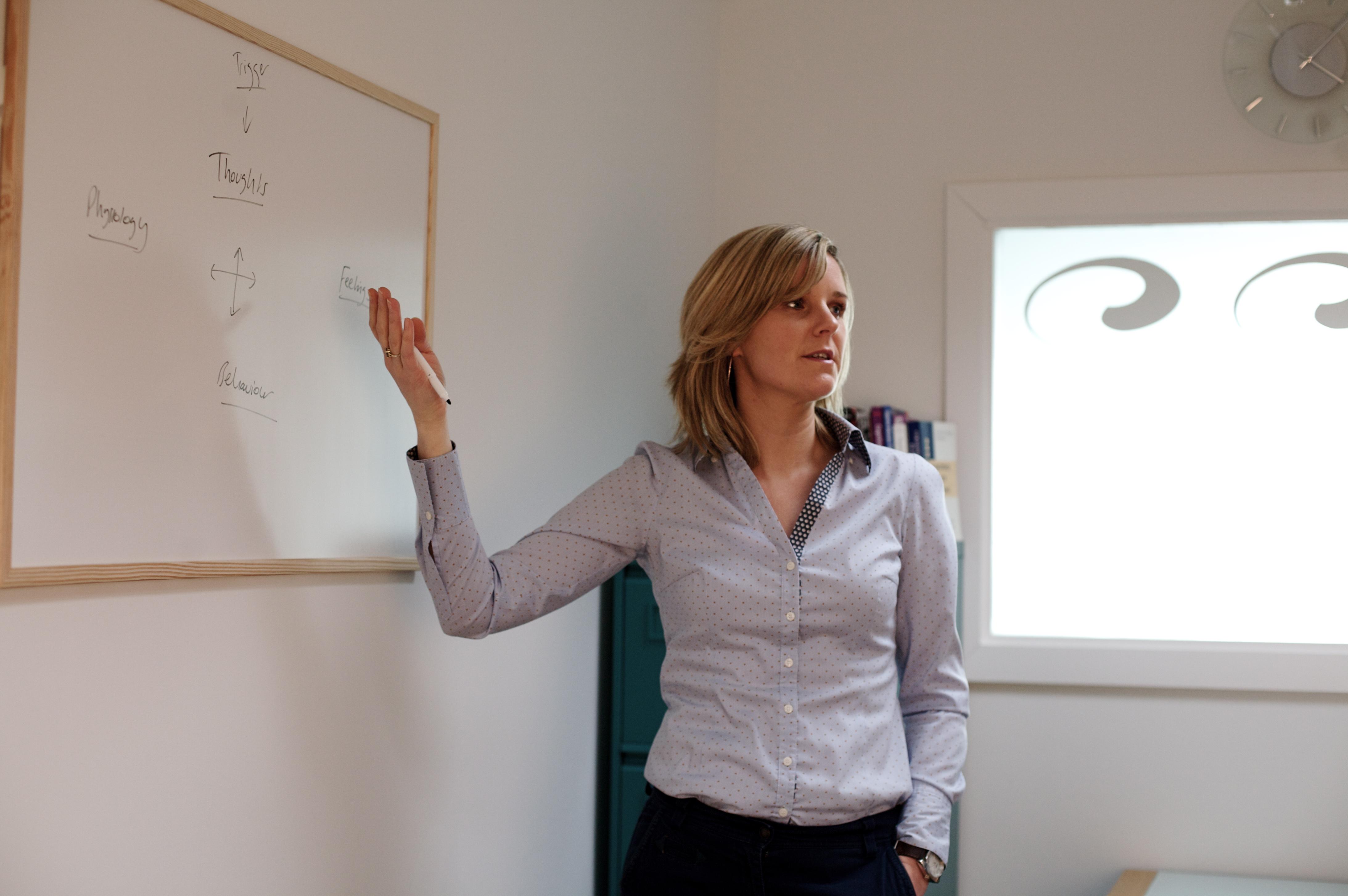 Roisin Joyce, Clinical Psychologist explaining CBT